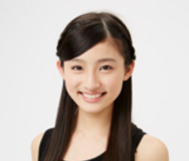 女優の吉田里琴の写真